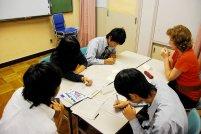 uczniowie podczas pracy w grupie