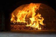 ogień we wnętrzu domu